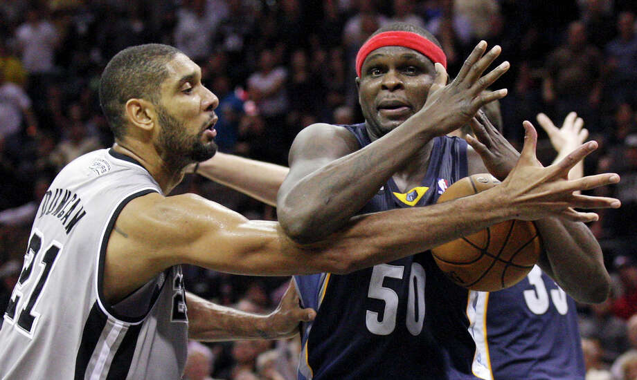San Antonio Spurs' Tim Duncan defends Memphis Grizzlies' Zach Randolph as he calls timeout late in second half action Saturday Dec. 1, 2012 at the AT&T Center. Spurs won 99-95 in overtime. Photo: Edward A. Ornelas, San Antonio Express-News / © 2012 San Antonio Express-News