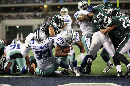 Dallas Cowboys' running back DeMarco Murray scores against the Philadelphia Eagles' during the first half at Cowboys Stadium in Arlington, Texas, Sunday, Dec. 2, 2012. Photo: Jerry Lara, San Antonio Express-News / © 2012 San Antonio Express-News