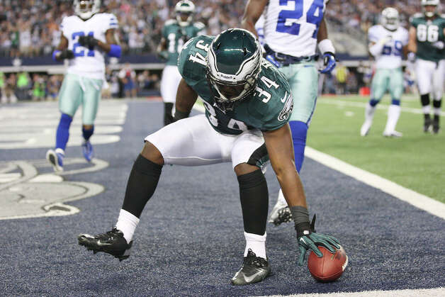 Philadelphia Eagles' running back Bryce Brown sets the ball down after scoring against the Dallas Cowboys in the first half at Cowboys Stadium in Arlington, Texas, Sunday, Dec. 2, 2012. Photo: Jerry Lara, San Antonio Express-News / © 2012 San Antonio Express-News