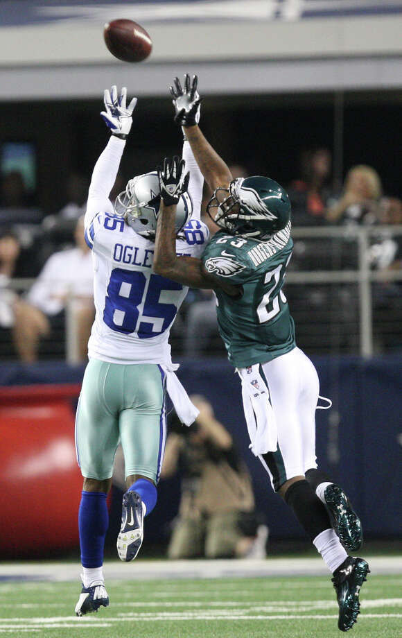 Philadelphia Eagles' cornerback Dominique Rodgers-Cromartie breaks up a pass intended for Dallas Cowboys' wide receiver Kevin Ogletree during the first half at Cowboys Stadium in Arlington, Texas, Sunday, Dec. 2, 2012. Photo: Jerry Lara, San Antonio Express-News / © 2012 San Antonio Express-News