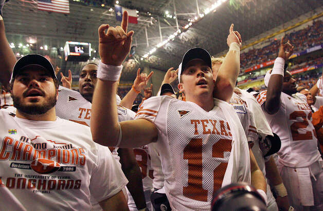 QB Colt McCoy (center) helped UT to a 26-24 win over Iowa the last time the Longhorns played in the Valero Alamo Bowl. An 8-4 Texas squad is back this year to take on Oregon State. Photo: Edward A. Ornelas, San Antonio Express-News / © San Antonio Express-News