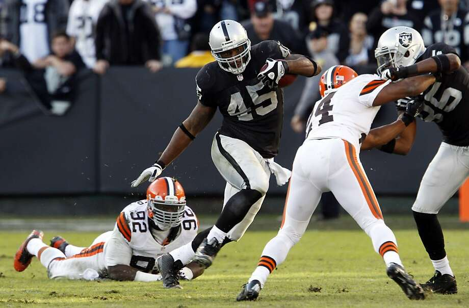 Marcel Reese runs for a gain in the fourth quarter and finished the game with 36 rushing yards. The Oakland Raiders played the Cleveland Browns at O.co Coliseum in Oakland, Calif., on Sunday, December 2, 2012, losing 20-17. Photo: Carlos Avila Gonzalez, The Chronicle