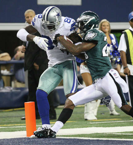 Dallas Cowboys' wide receiver Dez Bryant muscles his way to the endzone under pressure from  Philadelphia Eagles' cornerback Dominique Rodgers-Cromartie at Cowboys Stadium in Arlington, Texas, Sunday, Dec. 2, 2012. With the score, the Cowboys take the lead in the fourth quarter 31-27. Photo: Jerry Lara, San Antonio Express-News / © 2012 San Antonio Express-News