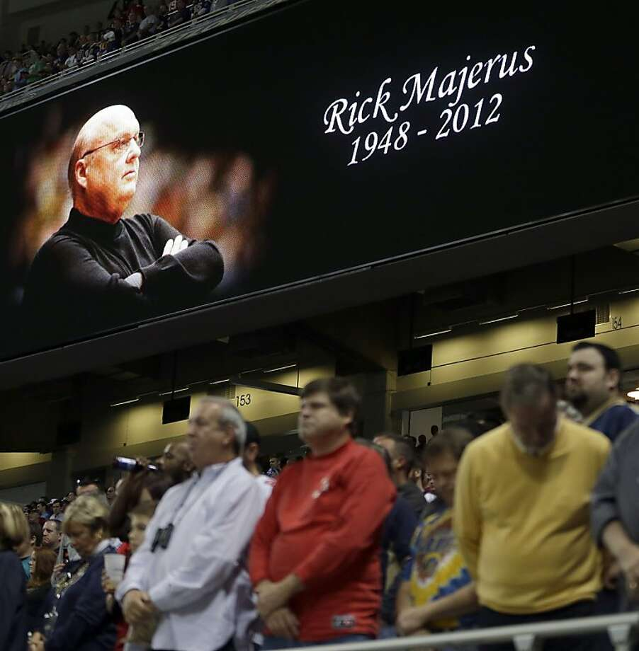 Fans pause before the St. Louis Rams' game with the 49ers to honor Rick Majerus, the 64-year-old former coach of Saint Louis University who died Saturday of heart failure. He had a 517-216 record as a head coach. Photo: Jeff Roberson, Associated Press