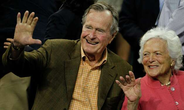 Former President George H.W. Bush and former first lady Barbara Bush before Virginia Commonwealth played Butler in the NCAA National Semifinals at Reliant Stadium on Saturday, April 2, 2011, in Houston.  ( Nick de la Torre / Houston Chronicle ) Photo: Nick De La Torre, Staff / Beaumont
