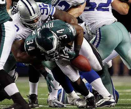 Philadelphia Eagles' Bryce Brown fumbles the ball in the fourth quarter of an NFL football game against the Dallas Cowboys on Sunday, Dec. 2, 2012 in Arlington, Texas. (AP Photo/The Philadelphia Inquirer, David Maialetti)  PHIX OUT; TV OUT; MAGS OUT; NEWARK OUT; MAGS OUT Photo: David Maialetti, Associated Press / The Philadelphia Inquirer