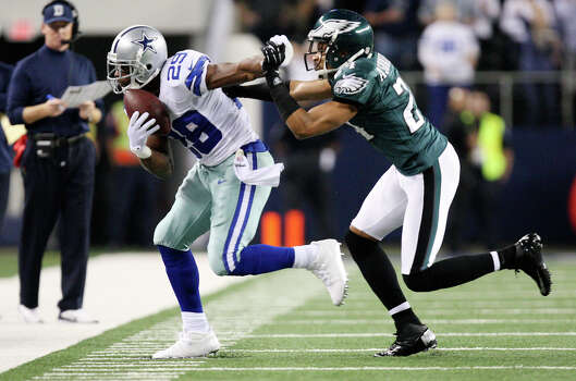 Dallas Cowboys' running back DeMarco Murray is pushed out of bounds by Philadelphia Eagles' cornerback Nnamdi Asomugha during the first half at Cowboys Stadium in Arlington, Texas, Sunday, Dec. 2, 2012. Photo: Jerry Lara, San Antonio Express-News / © 2012 San Antonio Express-News