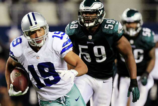 Dallas Cowboys wide receiver Miles Austin (19) carries the ball past Philadelphia Eagles middle linebacker DeMeco Ryans (59) for a touchdown during the second half of an NFL football game, Sunday, Dec. 2, 2012, in Arlington, Texas. (AP Photo/LM Otero) Photo: LM Otero, Associated Press / AP