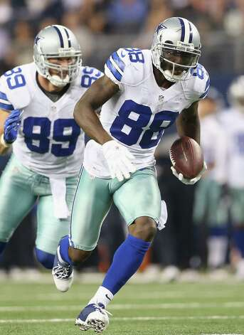 ARLINGTON, TX - DECEMBER 02:  Dez Bryant #88 of the Dallas Cowboys makes a touchdown pass reception against the Philadelphia Eagles at Cowboys Stadium on December 2, 2012 in Arlington, Texas. Photo: Ronald Martinez, Getty Images / 2012 Getty Images