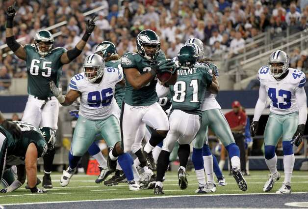 Philadelphia Eagles running back Bryce Brown (34) scores a touchdown against the Dallas Cowboys during the first half of an NFL football game Sunday, Dec. 2, 2012 in Arlington, Texas. (AP Photo/Tony Gutierrez) Photo: Tony Gutierrez, Associated Press / AP