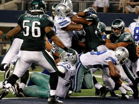 Dallas Cowboys running back DeMarco Murray (29) scores a touchdown against the Philadelphia Eagles during the first half of an NFL football game Sunday, Dec. 2, 2012 in Arlington, Texas. (AP Photo/LM Otero) Photo: LM Otero, Associated Press / AP