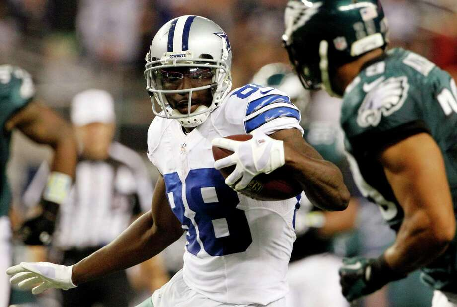 Dallas Cowboys wide receiver Dez Bryant (88) gets past Philadelphia Eagles strong safety Nate Allen to score a touchdown from a pass by Cowboys quarterback Tony Romo during the second half of an NFL football game, Sunday, Dec. 2, 2012, in Arlington, Texas. (AP Photo/Tony Gutierrez) Photo: Tony Gutierrez, Associated Press / AP