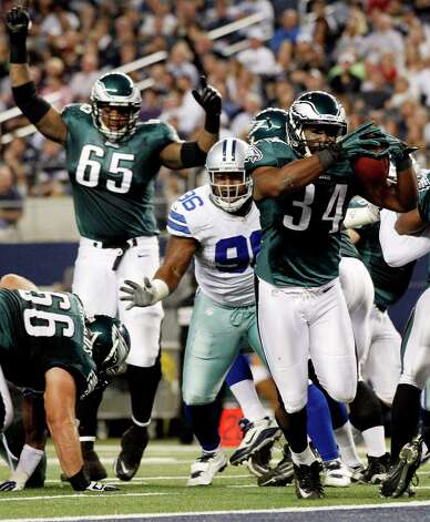 Philadelphia Eagles running back Bryce Brown (34) scores a touchdown against the Dallas Cowboys during the first half of an NFL football game, Sunday, Dec. 2, 2012, in Arlington, Texas. (AP Photo/Tony Gutierrez) Photo: Tony Gutierrez, Associated Press / AP