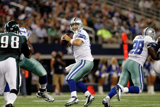Dallas Cowboys quarterback Tony Romo (9) drops back for a touchdown pass to Dez Bryant during the second half of an NFL football game against the Philadelphia Eagles Sunday, Dec. 2, 2012 in Arlington, Texas. Romo 166th touchdown pass set a new team record for touchdown passes in a career. (AP Photo/Tony Gutierrez) Photo: Tony Gutierrez, Associated Press / AP