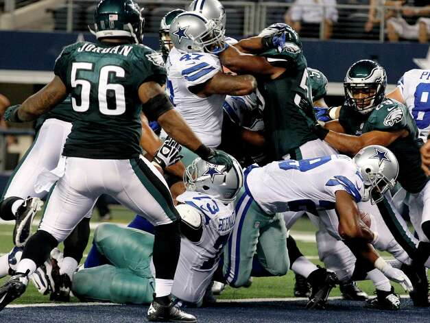 Dallas Cowboys running back DeMarco Murray (29) scores a touchdown against the Philadelphia Eagles during the first half of an NFL football game, Sunday, Dec. 2, 2012, in Arlington, Texas. (AP Photo/LM Otero) Photo: LM Otero, Associated Press / AP
