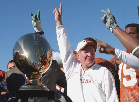 Texas players and headcoach Mack Brown celebrate their win Jan. 1, 2003 over LSU in the SBC Cotton Bowl Classic in Dallas, Texas by a score of 35-20. PHOTO BY EDWARD A. ORNELAS/STAFF Photo: EDWARD A. ORNELAS, SAN ANTONIO EXPRESS-NEWS / SAN ANTONIO EXPRESS-NEWS