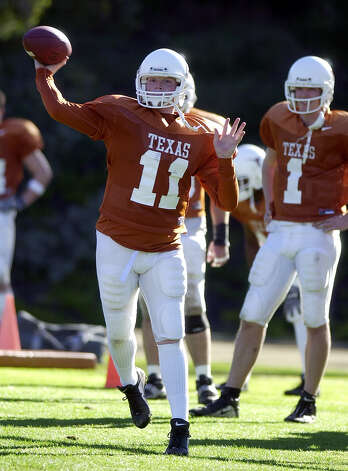 Texas quarterback Major Applewhite (11) fires a pass during practice as quarterback Chris Simms (1) watches, Monday, Dec. 24, 2001, in San Diego. Applewhite will start for the Longhorns when they play Washington in the Holiday Bowl Friday. Photo: LENNY IGNELZI, AP / AP