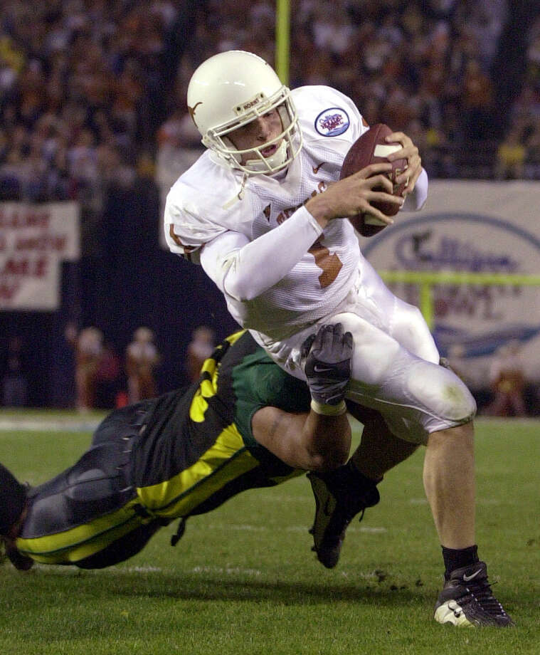 Texas quarterback Chris Simms breaks through the tackle of Oregon's Saul Patu on a 4-yard touchdown run during the second quarter of the Holiday Bowl on Friday Dec. 29, 2000, in San Diego. Photo: DENIS POROY, AP / AP