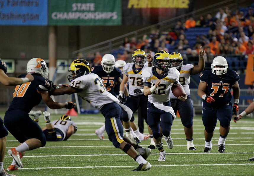 Bellevue quarterback Jack Meggs (12) runs for a touchdown as Bellevue's Budda Baker (32) blocks  Eas