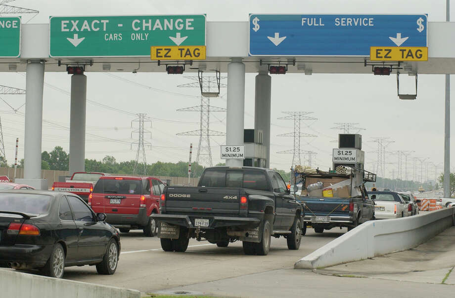 This is how much driving major toll roads in Texas costs drivers. Costs are listed for the plaza and exit-ramp fees. Photo: Steve Campbell, Houston Chronicle / Houston Chronicle