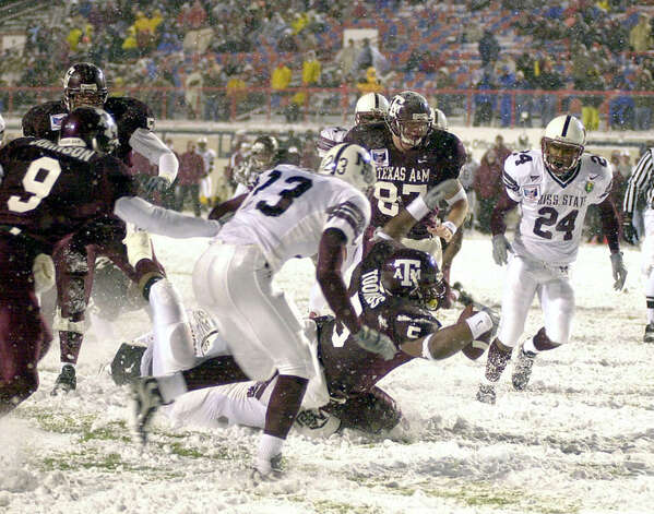 Ja'Mar Toombs snow-plowed for an A&M bowl record three touchdowns and 193 yards against Mississippi State in the 2000 Independence Bowl in Shreveport, La. Credit: Glen Johnson, Texas A&M University Media Relations Photo: COURTESY TEXAS A&M UNIVERSIT