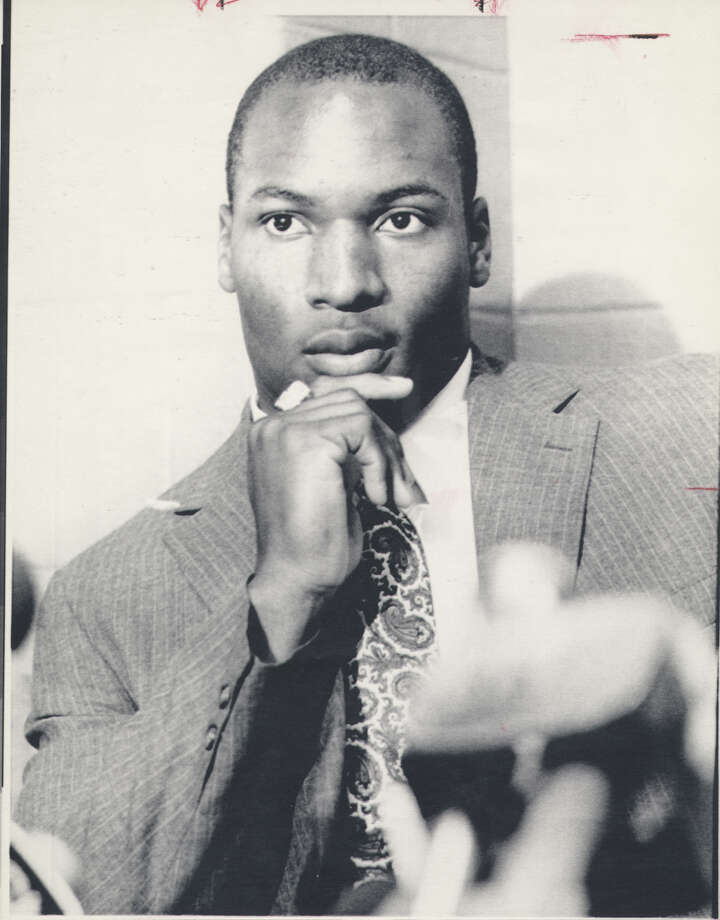 Bo Jackson, shown during an NFL news conference, was the 1985 Heisman winner. Auburn's versatile athlete rushed for 129 yards, caught a 73-yard touchdown pass and was named one of the Cotton Bowl's MVPs despite his team's 36-16 loss to Jackie Sherrill's Texas A&M Aggies in the 1986 game. Source: attcottonbowl.com Photo: EXPRESS-NEWS FILE PHOTO