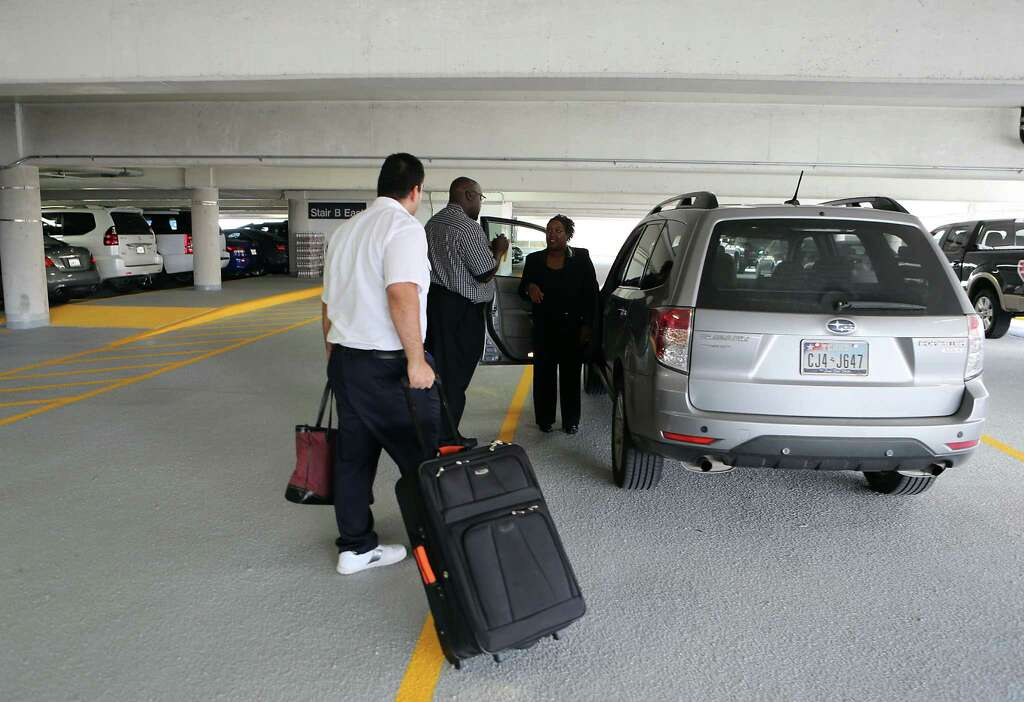 Hobby joins Bush in offering valet parking for fliers - Houston ...