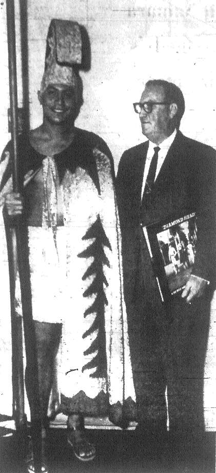 """Sherwin Fellezs, a 27-year-old former University of Hawaii football star, poses in royal Hawaiian robes with Lynn Krueger, manager of the Majestic Theater, where """"Diamond Head"""" will be shown in February. Fellezs, who appears in the picture, is on an 18-city publicity tour. Published in the San Antonio News Dec. 4, 1962. Photo: File Photo"""