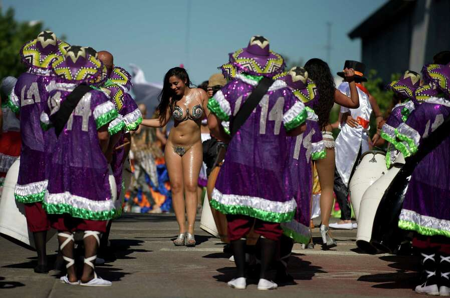 Dancers and drummers perform on December 2, 2012 in Montevideo, during a parade to begin the celebra