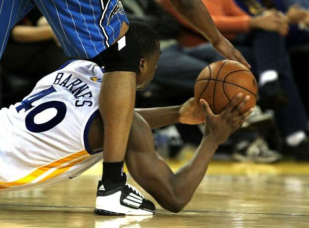 Harrison Barnes of Golden State has to deliver a pass from an unusual position during the second half. Photo: Lance Iversen, The Chronicle