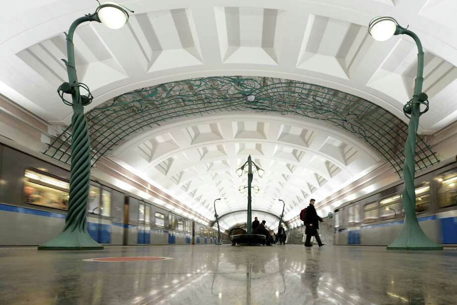 Subway passengers walk at the Slavyansky Bulvar metro station in Moscow, on Nov. 14, 2012. Photo: KIRILL KUDRYAVTSEV, AFP/Getty Images / AFP