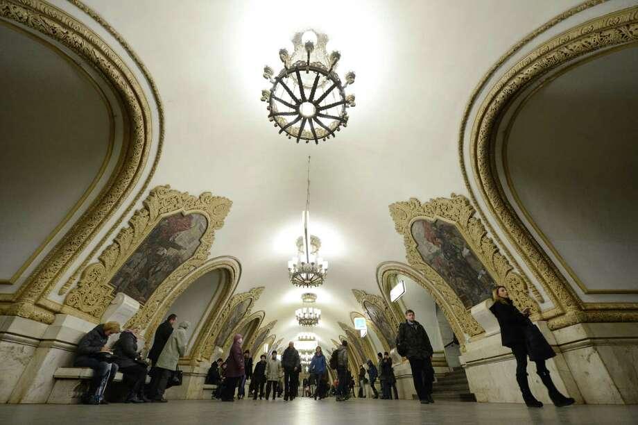 Subway passengers walk at the Kievskaya metro station of the Koltsevaya Line in Moscow, on Nov. 14, 2012. Photo: KIRILL KUDRYAVTSEV, AFP/Getty Images / AFP