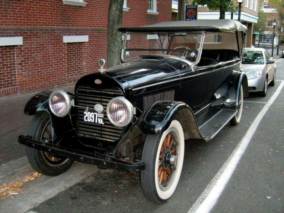 The 1922 Lincoln L-series Touring. (Christopher Ziemnowicz)