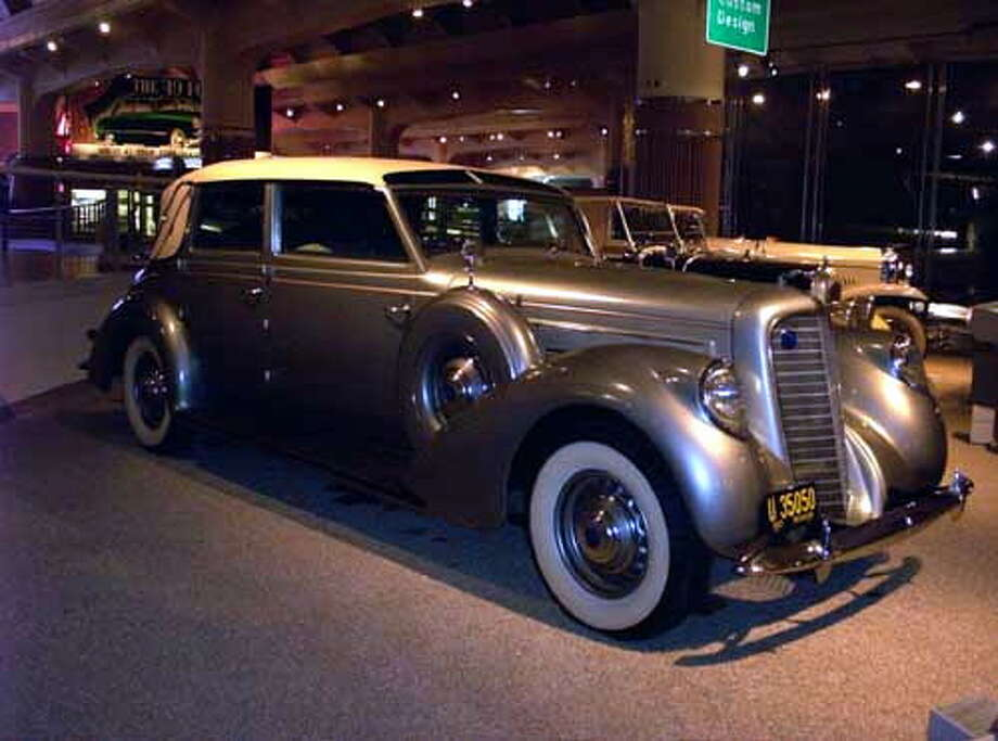 The 1937 Lincoln Model K Touring Cabriolet. ( R. Mhermen)