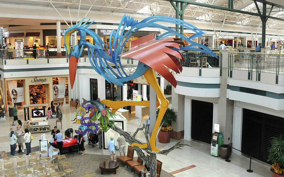 Decorations like this whimsical metal sculpture help brighten The Woodlands Mall. Photo: David Hopper, Freelance / freelance