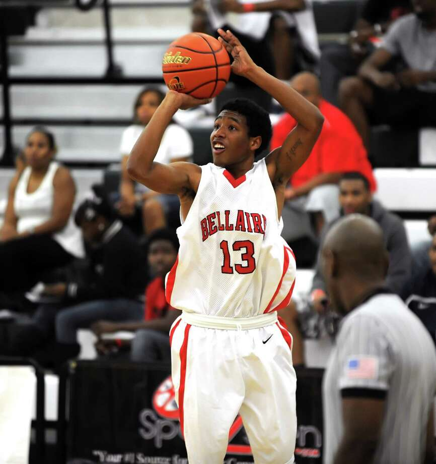Bellaire boys varsity basketball team participated in the 9th Annual Texas High School Jamboree held at Strait Jesuit High School. Calvin Dean is and outside shooting threat for the Bellaire team.    Photo Eddy Matchette Photo: Eddy Matchette, Freelance / freelance