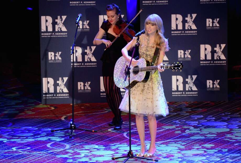 Singer Taylor Swift performs at the 2012 Ripple Of Hope Gala at The New York Marriott Marquis on December 3, 2012 in New York City.  (Photo by Stephen Lovekin/Getty Images) Photo: Stephen Lovekin, Getty Images / 2012 Getty Images
