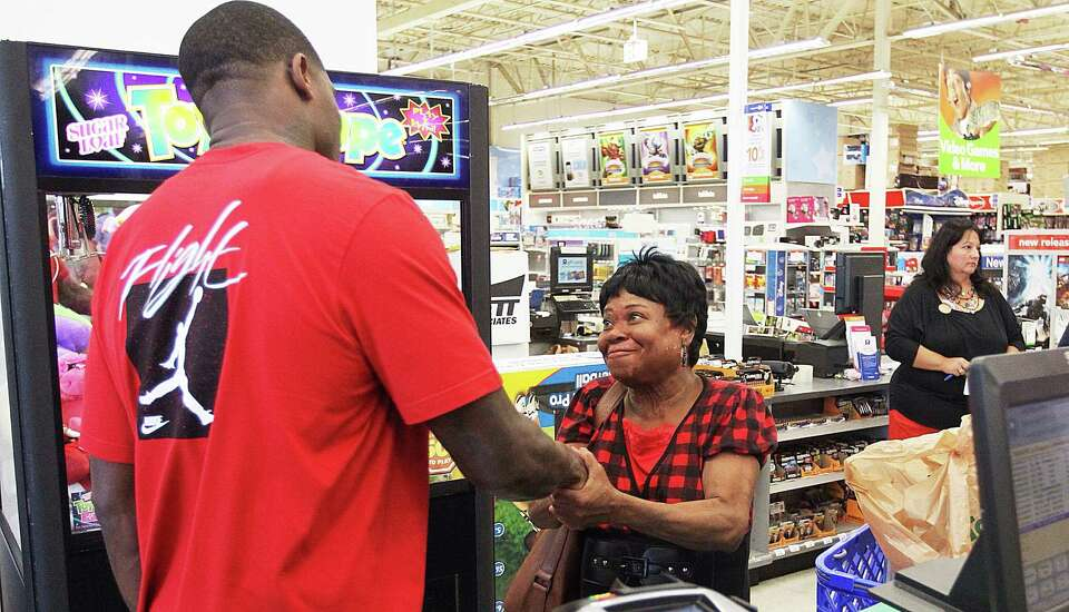 Jewel Jefferson thanks Andre Johnson, of the Texans, after her grandson Cantrell Jefferson did Johns