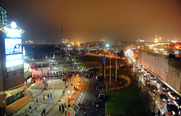 Long lines of traffic and people form at the Webster Bank Arena to see Patti Smith and Neil Young in concert in Bridgeport, Conn. on Tuesday December 4, 2012. Photo: Christian Abraham / Connecticut Post