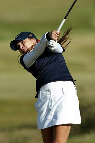 Fabiola Arriaga, playing at the Alamo Invitational in October at Briggs Ranch Golf Club, is 31st in the individual college rankings, the highest status of any UTSA player in school history. Photo: Jeff Huehn, UTSA Athletics / ©2012 Jeff Huehn
