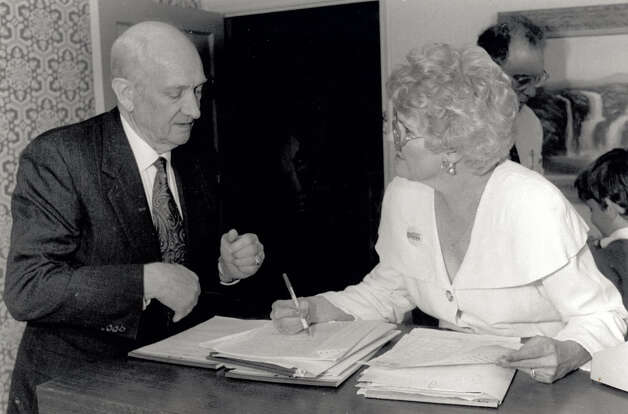 Jack Brooks talks with Sue Ball about Bill Clinton in 1992. Enterprise file photo