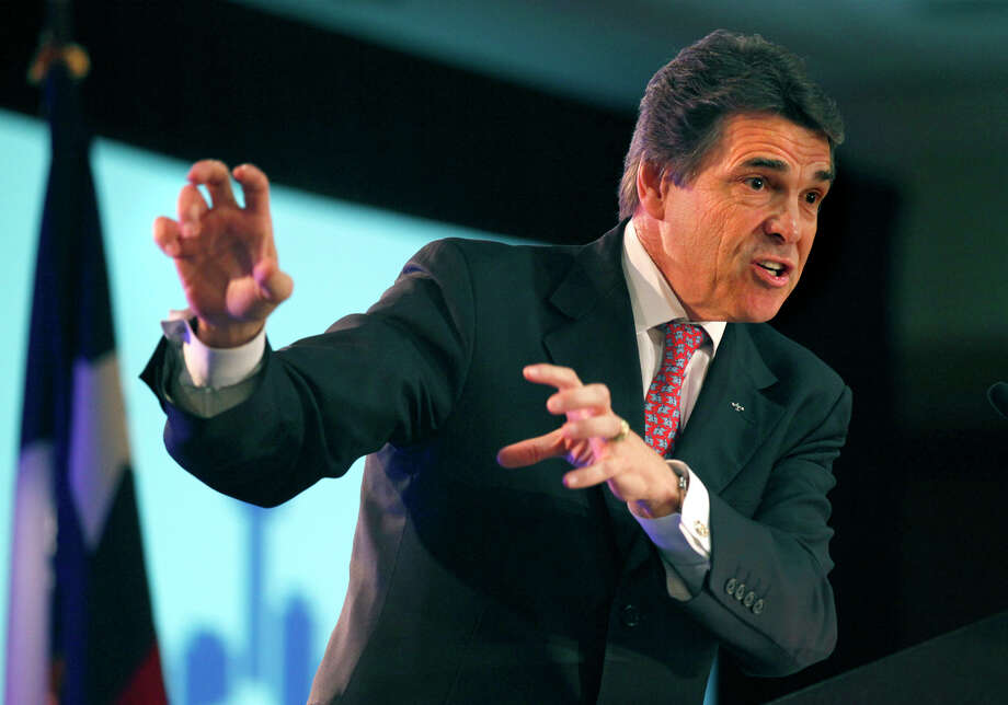 A reader faults Gov. Rick Perry and other Texas politicians for failing to support public education against the encroachment of charter schools. Photo: Bob Owen, San Antonio Express-News / SAN ANTONIO EXPRESS-NEWS