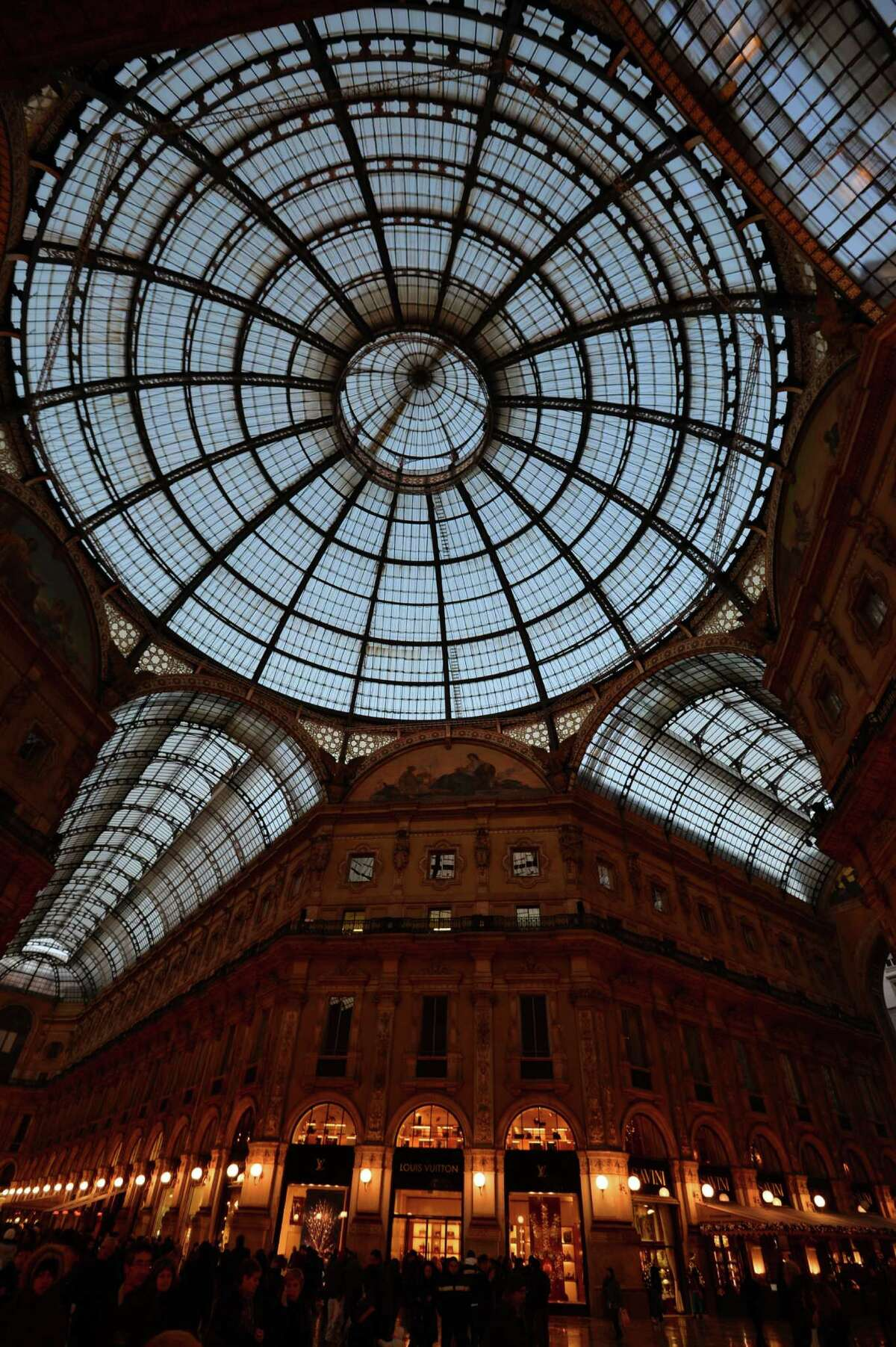The Galleria's central space was modeled after the Galleria Vittorio Emanuele II in Milan, the oldest shopping mall in Italy.