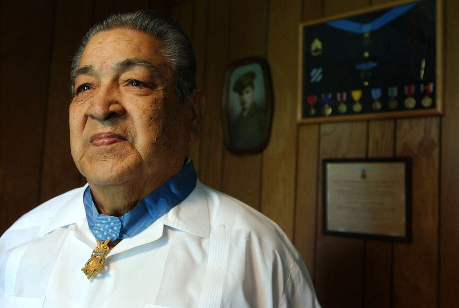 Lucian Adams - Adams  of San Antonio received the Medal of Honor when he was 22 for bravery during World War II, Photo: KAREN L. SHAW, File Photo / SAN ANTONIO EXPRESS-NEWS