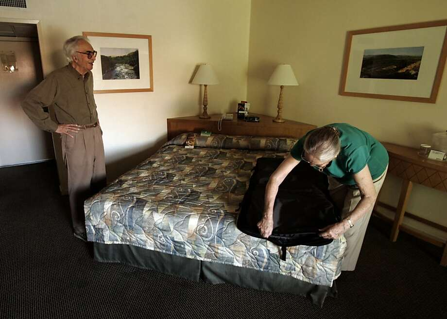 Dave Brubeck, left, and wife Iola settle into their room at the Radisson Hotel in Sacramento. Brubeck will take a nap and perform a 7:30 p.m. show. Photo: Kim Komenich, SFC