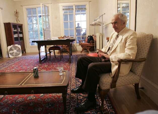 Before the concert, Dave Brubeck waits in a room adjacent to the stage at Villa Montalvo. Photo: Kim Komenich, SFC