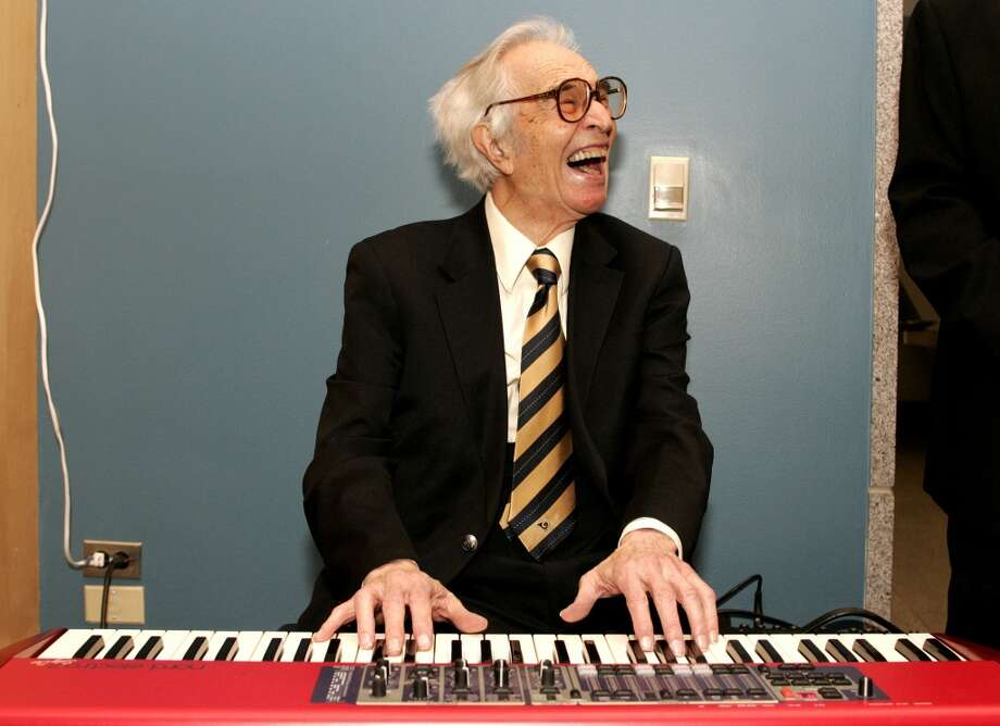 Jazz musician Dave Brubeck plays a keyboard at his induction with 12 other honorees into the 2008 California Hall of Fame at The California Museum on December 15, 2008 in Sacramento, California. (Associated Press)