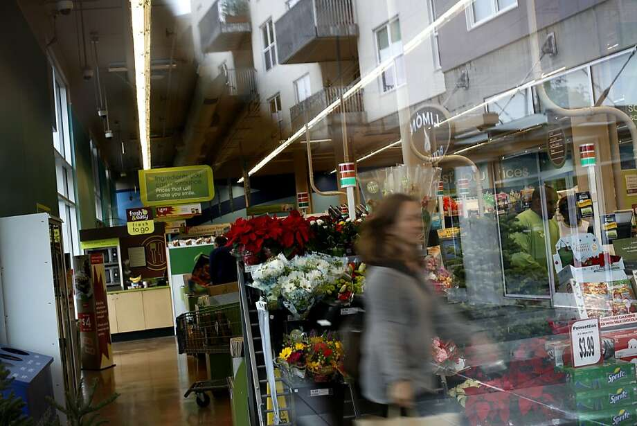 "The Fresh & Easy grocery chain says in a note to shoppers: ""We don't have plans to close stores."" Photo: Sarah Rice, Special To The Chronicle"