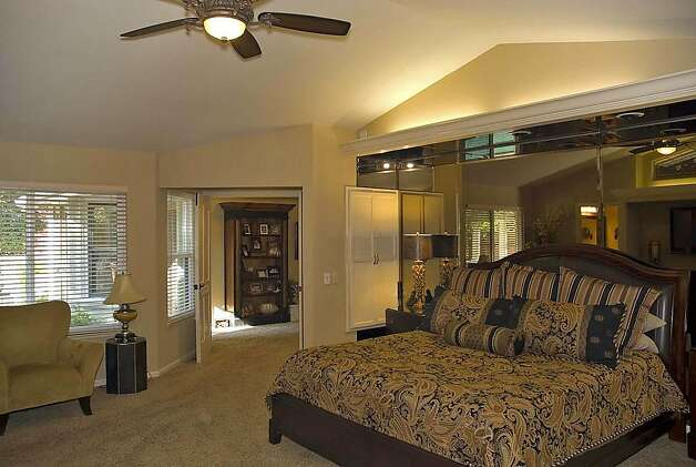 The master bedroom is located downstairs. Photo: Devlin Francis, Devlin Francis, 3cim