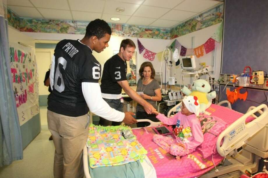 n November, Carson Palmer and Terrelle Pryor, along with Rod Streater, Miles Burris, Taiwan Jones, Vic So'oto and Brandian Ross, visited the Children's Hospital and Research Center Oakland. (Oakland Raiders / Courtesy)